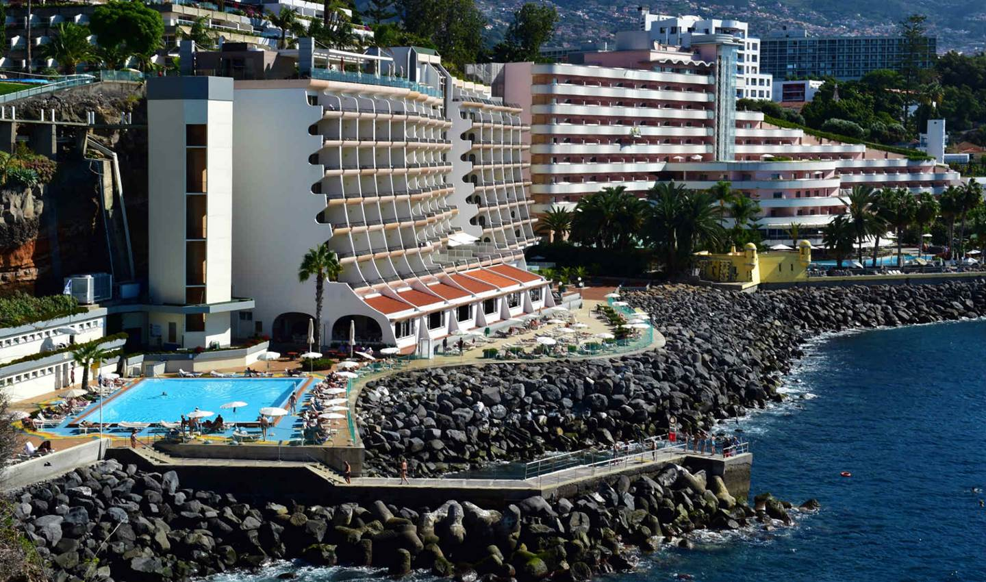 hotel in the bay of funchal book pestana madeira beach club. Black Bedroom Furniture Sets. Home Design Ideas