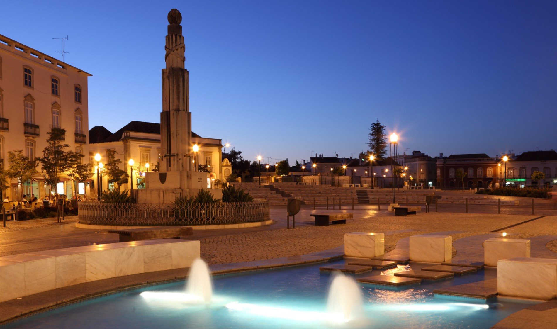 Praça Principal de Tavira à noite